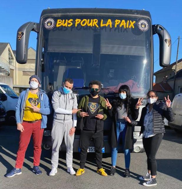Le Bus Pour La Paix fait étape à Angerville